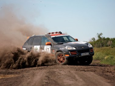 epcp_0811_06_z+Porsche_Cayenne_S_Transsiberia_Rally+off_road